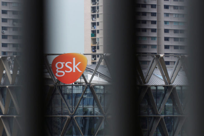 © Reuters. The GSK logo on the facade of GSK Asia House is seen through vertical louvres in Singapore