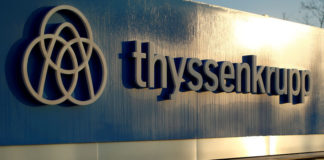 © Reuters. FILE PHOTO: A logo of Thyssenkrupp AG is pictured at the company