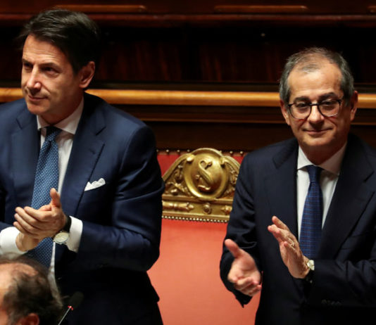 © Reuters. FILE PHOTO: Italian Prime Minister Giuseppe Conte and Italian Economy Minister Giovanni Tria attend a debate at the Senate in Rome