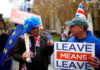© Reuters. FILE PHOTO: A Brexit supporter holds a placard next to anti-Brexit demonstrator during a protest opposite the Houses of Parliament, London