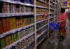 © Reuters. FILE PHOTO:  Woman scans the selection of canned goods at a grocery store in Makati