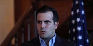 © Reuters. FILE PHOTO: Puerto Rico Governor Rossello speaks during a Facebook live broadcast, in San Juan