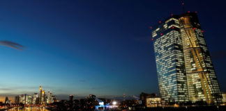 © Reuters. The skyline with its financial district and the headquarters of the European Central Bank (ECB) are photographed in the early evening in Frankfurt