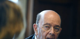 © Reuters. U.S. Secretary of Commerce Ross answers questions during Reuters interview in his office at the U.S. Department of Commerce building in Washington