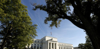 © Reuters. FILE PHOTO: FILE PHOTO: FILE PHOTO: FILE PHOTO: The  Federal Reserve building in Washington