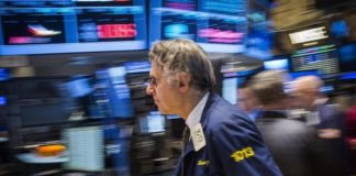 © Reuters.  Futures slightly higher ahead of inflation data