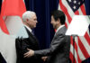 © Reuters. FILE PHOTO: U.S. Vice President Pence and Japan