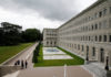 © Reuters. People talk outside the headquarters of the World Trade Organization WTO in Geneva