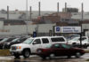 © Reuters. FILE PHOTO: People drive cars in front of the General Motors Car assembly plant in Oshawa