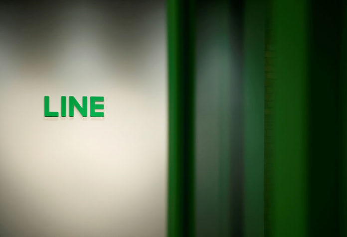 © Reuters. FILE PHOTO - Logo of Line Corp is seen at the company