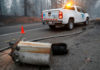 © Reuters. An electricity pole damaged by the Camp Fire lies near a Pacific Gas & Electric truck in Paradise