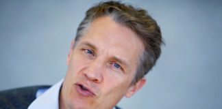 © Reuters. FILE PHOTO:  Rocket Internet CEO Oliver Samwer attends an interview with Reuters in Berlin