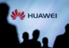 © Reuters. FILE PHOTO: Journalists follow the presentation of a Huawei smartphone ahead of the IFA Electronics show in Berlin