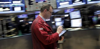 © Reuters.  U.S. Futures pointed to a flat opening bell on Wall Street.