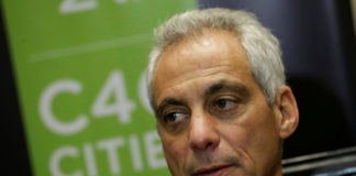 © Reuters. FILE PHOTO: Chicago Mayor Rahm Emanuel speaks during an interview with Reuters after taking part at the C40 Mayors Summit at a hotel in Mexico City