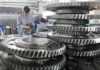 © Reuters. FILE PHOTO:  Workers inspect engine gears at a company under Dongbei Special Steel Group in Yantai