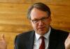 © Reuters. U.S. central banker Williams addresses news conference in Zurich