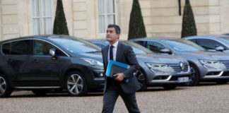 © Reuters. Gerald Darmanin, French Minister of Public Action and Accounts, arrives to attend a meeting about the