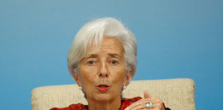 © Reuters. FILE PHOTO: International Monetary Fund (IMF) Managing Director Christine Lagarde attends a news briefing after the Third Round Table Dialogue in Beijing