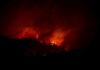 © Reuters. FILE PHOTO: Camp Fire burns near Big Bend, California