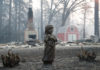 © Reuters. A statue stands in front of a home destroyed by the Camp Fire in Paradise
