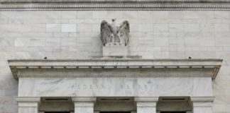 © Reuters. FILE PHOTO: The Federal Reserve building is pictured in Washington