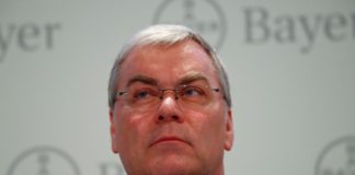 © Reuters. FILE PHOTO:  Bayer CFO Dietsch is pictured at the annual results news conference in Leverkusen